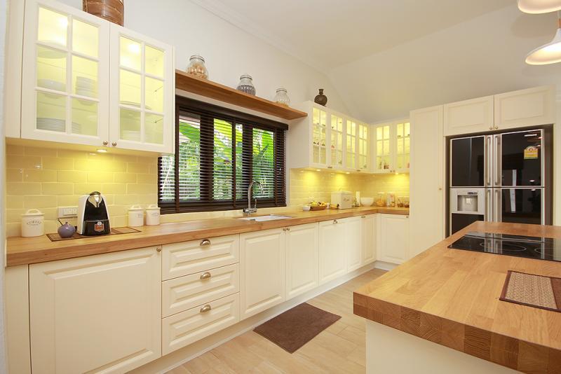 Modern kitchen in Hua Hin bungalow