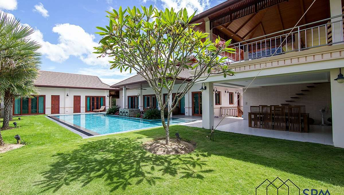 House for rent with large pool