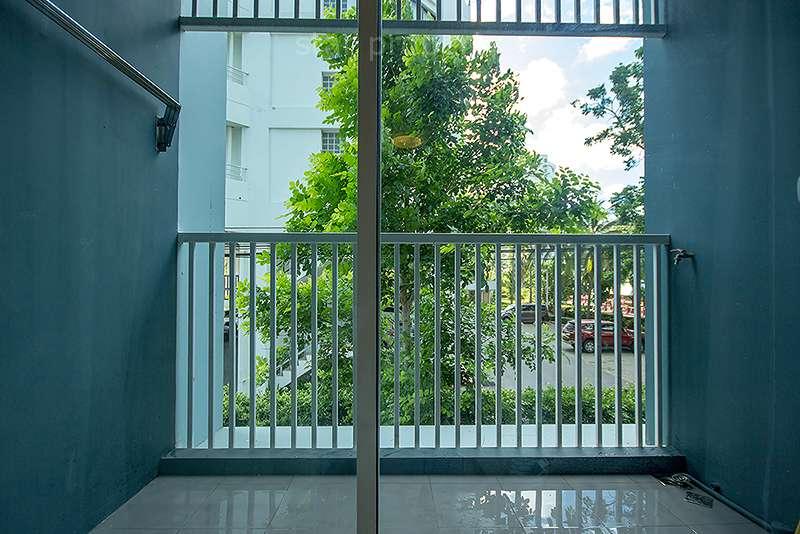 pool view balcony condo rent