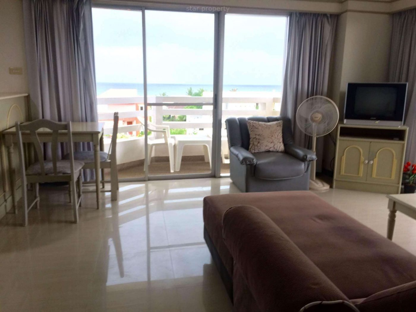 Balcony Ocean View Condo for rent at Condochain