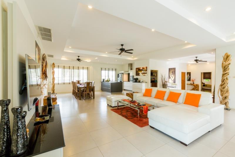 Villa on 1 rai plot