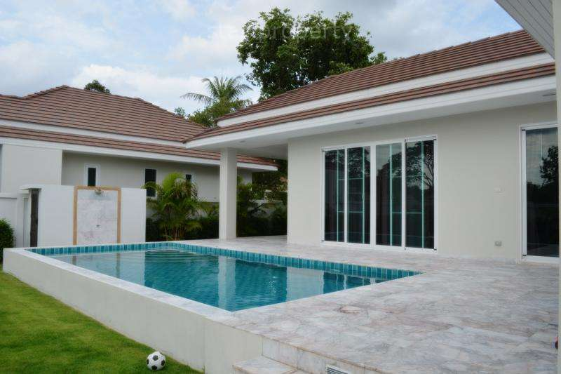 Modern Villa for sale at Woodlands Residence Soi 88