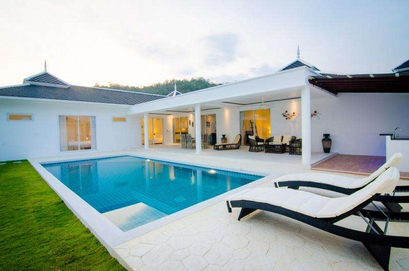 Quality 4 Bed Pool Villa at Falcon Hill