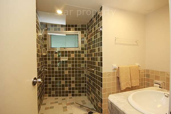 luxury 2 bedroom condo with swimming pool
