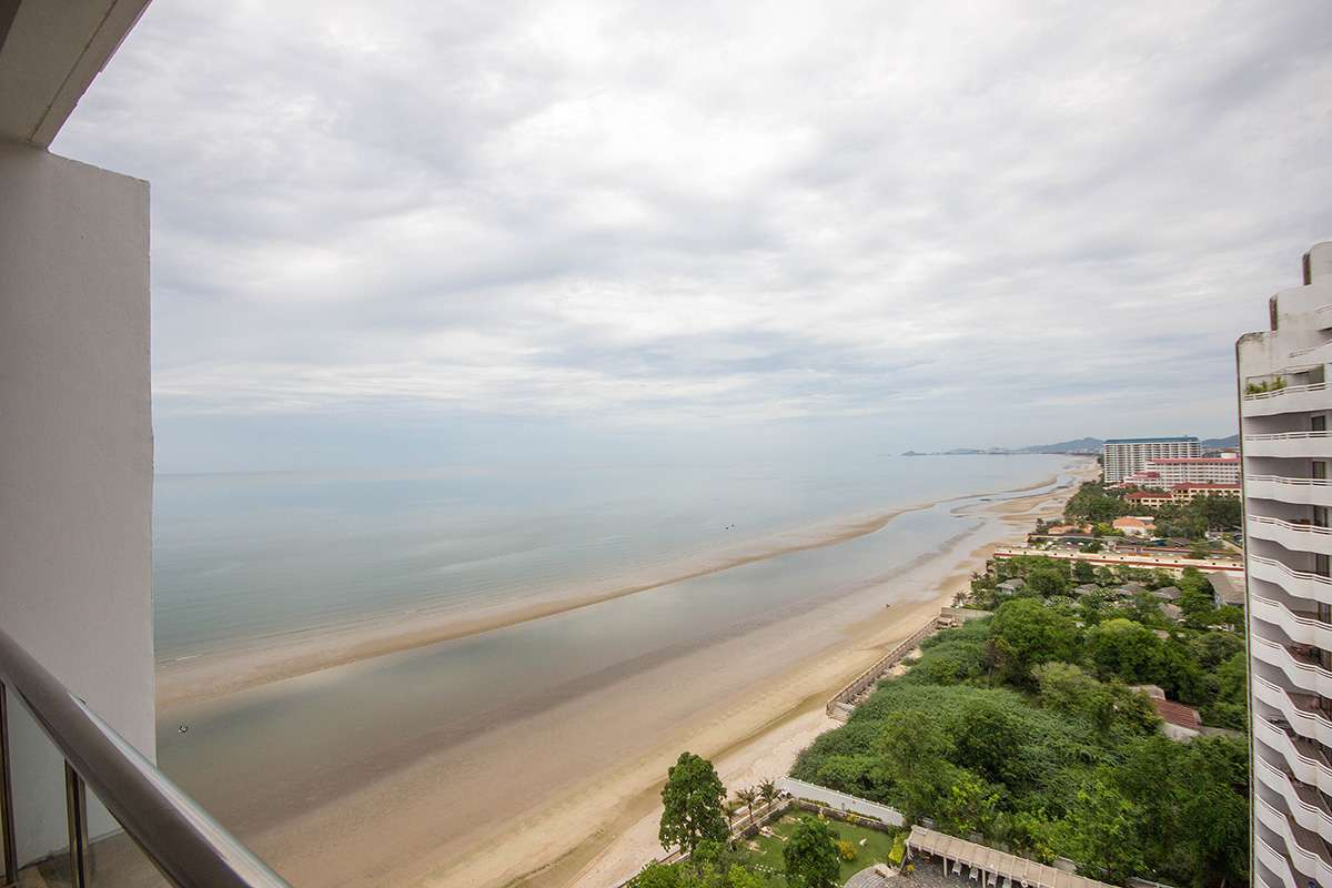 Sea View 1 Bedroom Unit at Rimhaad Cha Am