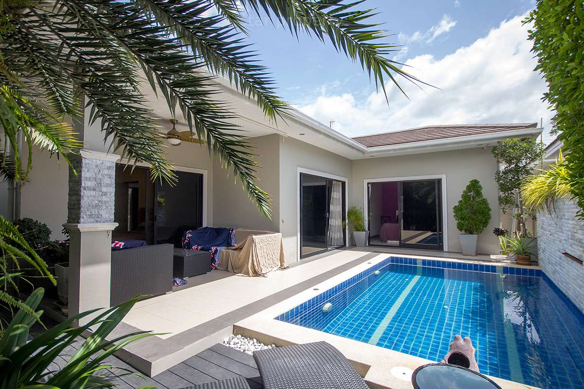 Beautiful Pool Villa for Rent at Baan Mio