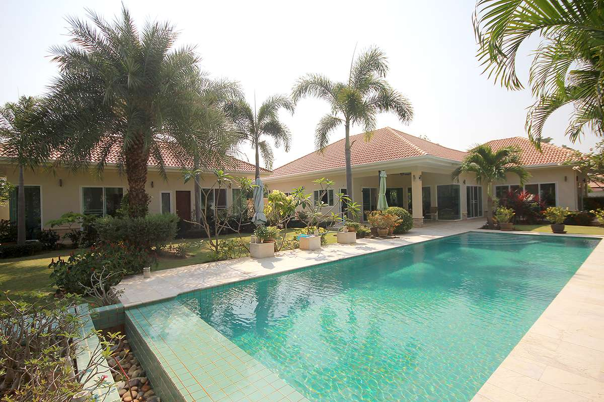 5 Bedrooms Large Pool Villa at Pranburi