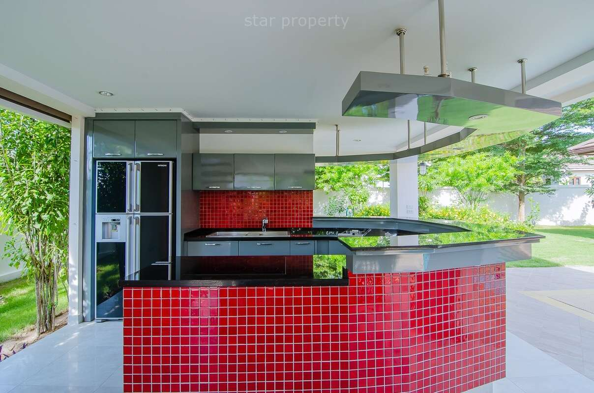 Built-in kitchen outside area