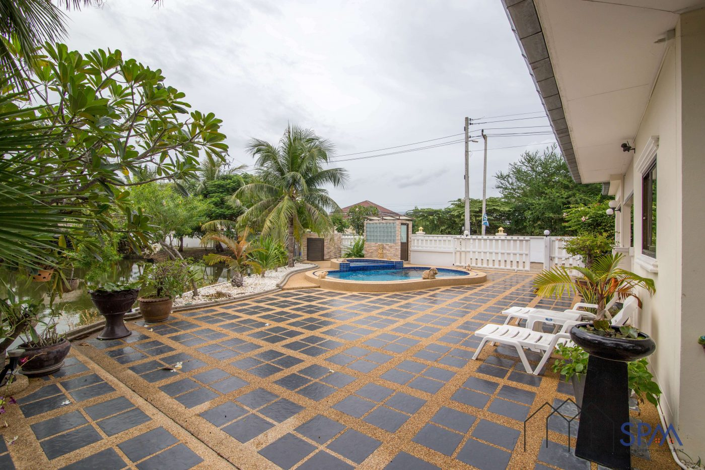 house for rent with pool and garden