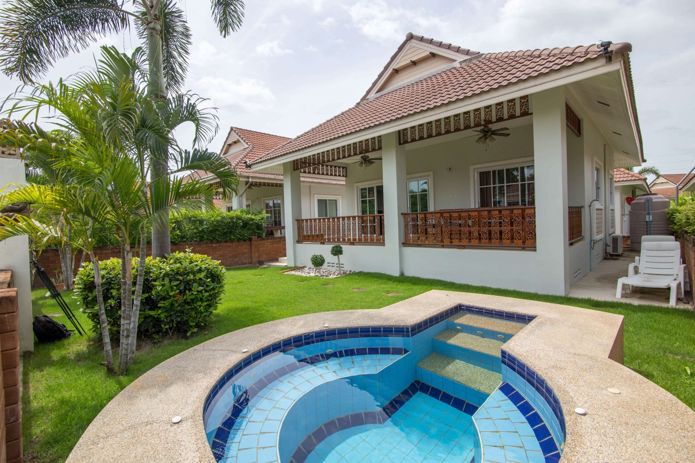 Villa with Jacuzzi for Rent at Smart House Village Soi 88