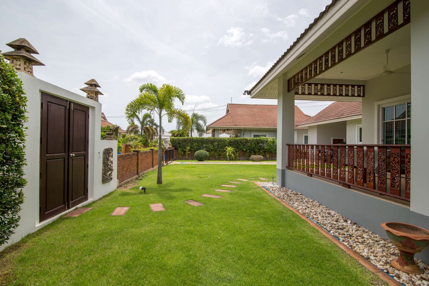 detached house with garden for rent hua hin