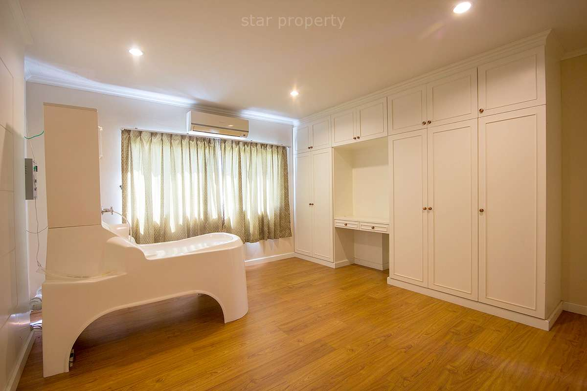 large 2 bedroom condo for rent