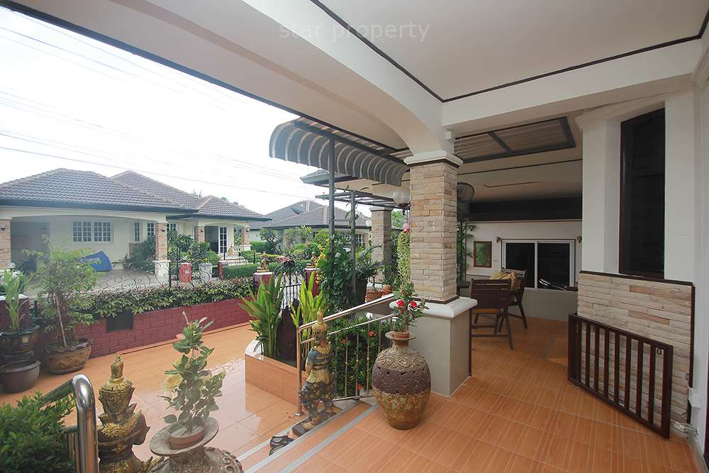 3 bedroom villa for rent near town