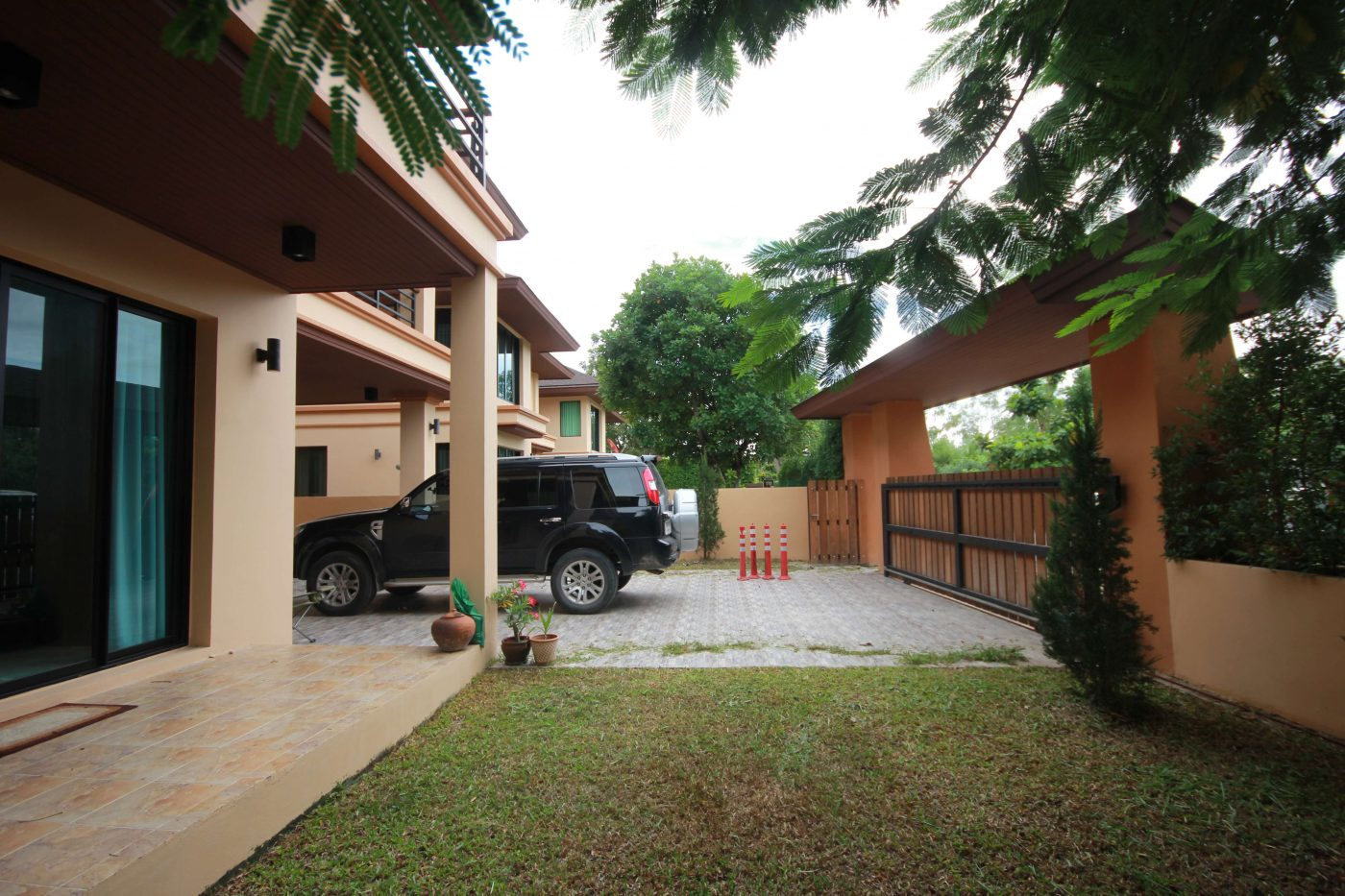 2 Storey House for Rent at Sira Sira