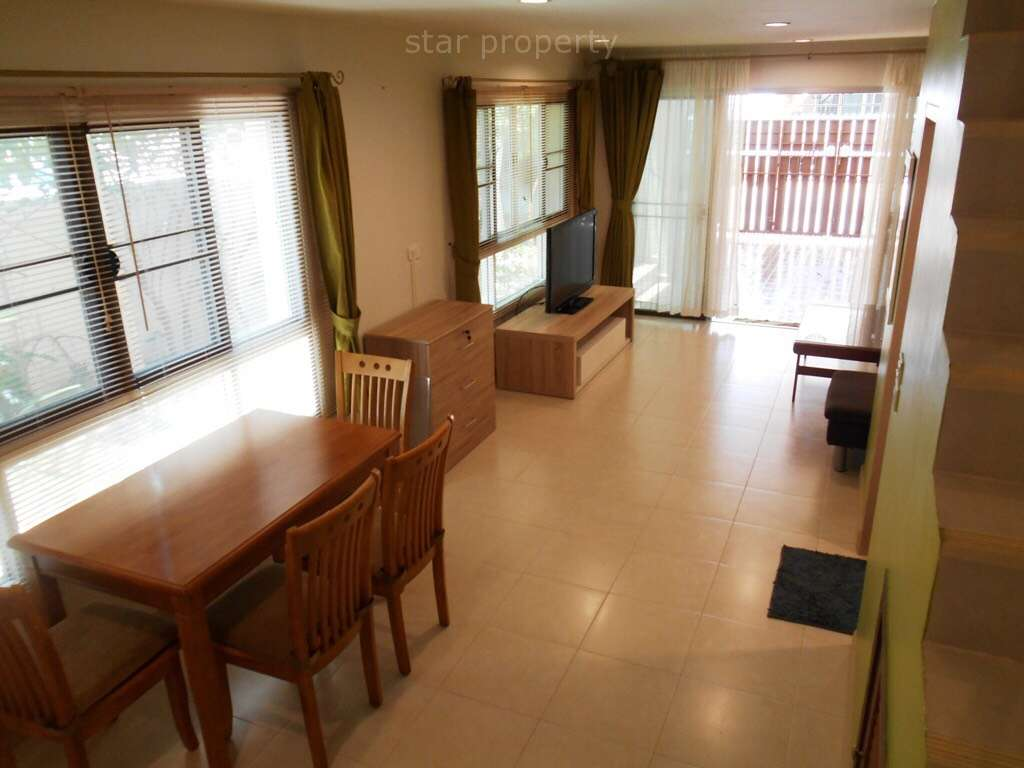 Dining room and living room soi 94 for rent
