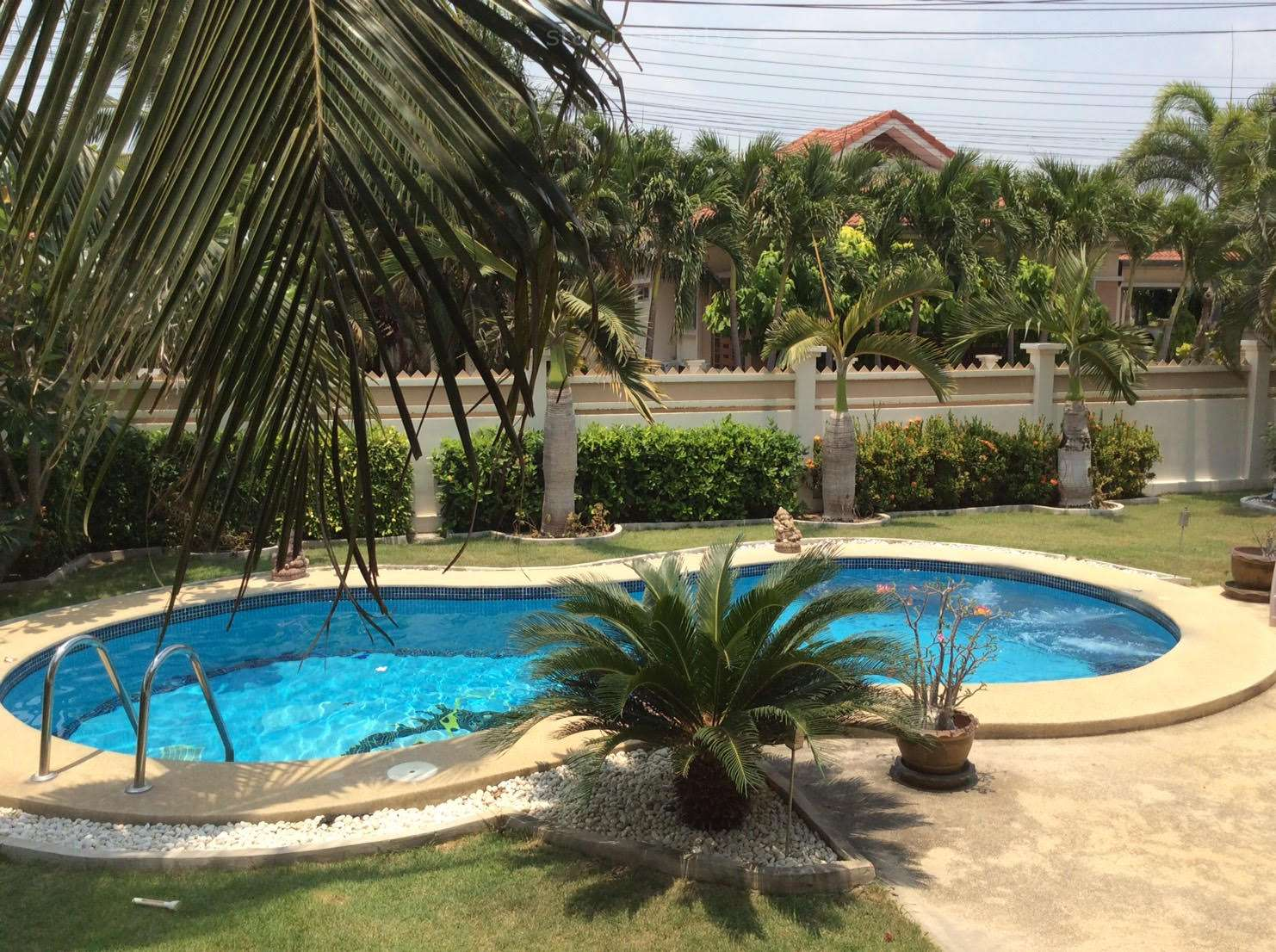 near golf pool villa for rent