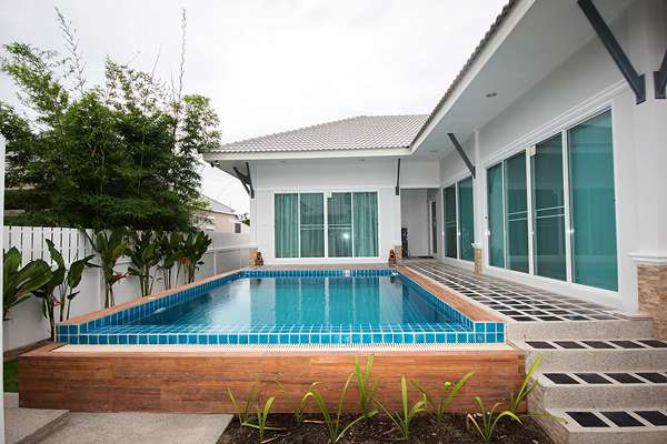 Modern Thai Style Pool Villa for rent at Kiri Nakara soi70