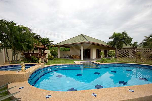 Baan Plaihaad Kao 3 Bedroom Beach Front Villa for Rent at Coconut Garden No.30 soi70