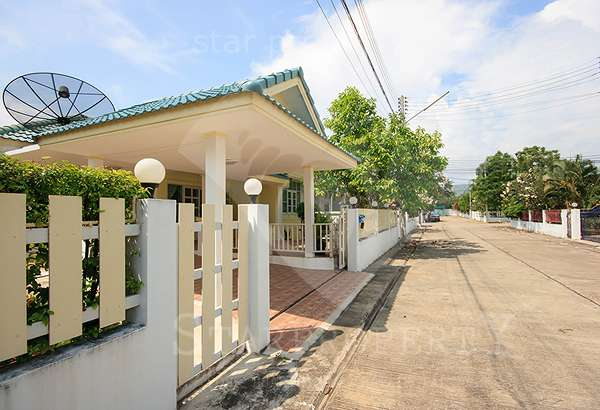 Tropical Hill 1 Villa for rent at Soi Damnoen Kasam, Tambon Hua Hin,