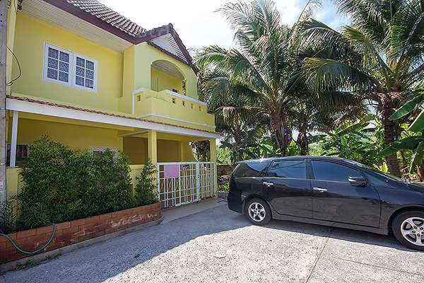 Two Storey Townhouse for Rent at Beautiful Town Home For Rent