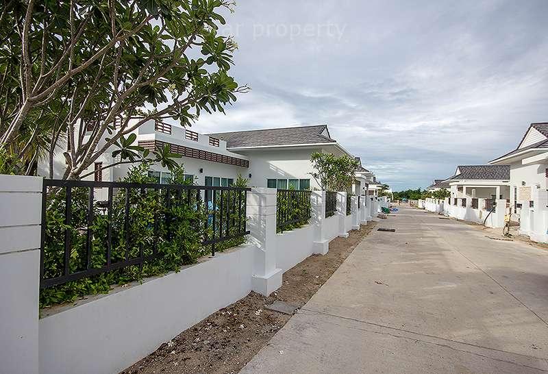 villa with garden for rent