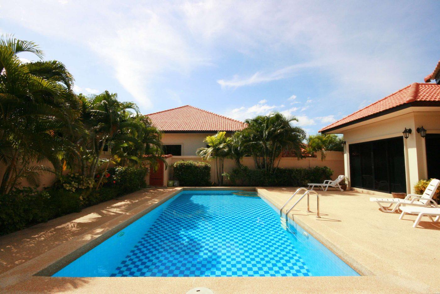 Beautiful Villa with Pool at Soi 114