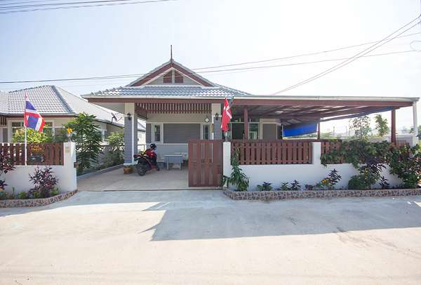 Bungalow in Hua Hin for Rent at 1348/8 near Palm Hill