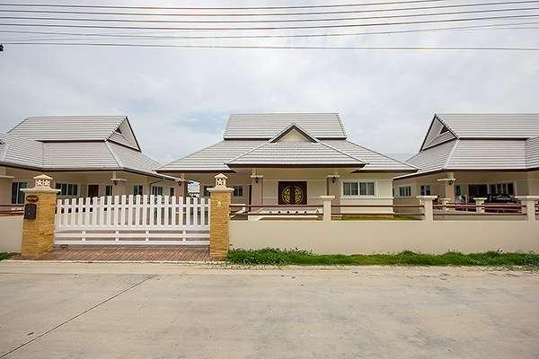 Near Makro 3 Bedroom House for Rent at Emerald Soi 6
