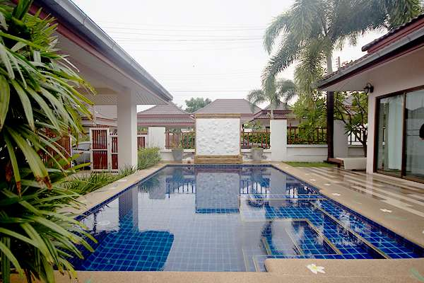 Beautiful Bungalow for Rent with Pool at Baan Araya 39/580