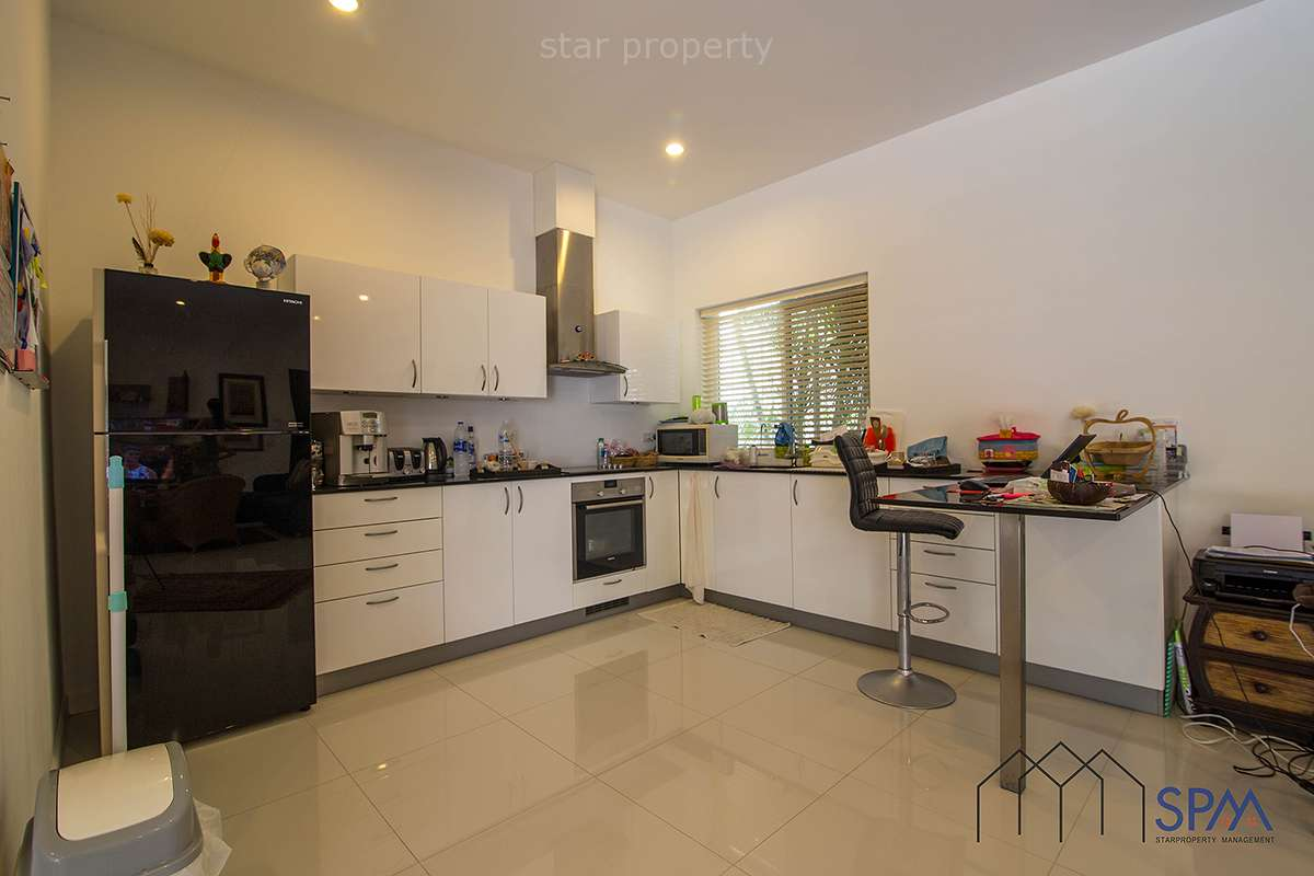 large house for sale hua hin near center