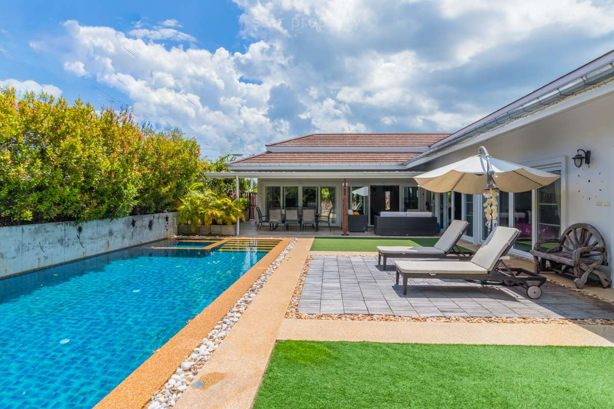 Luxury 3 Bedroom Pool Villa for sale at Avenue 88
