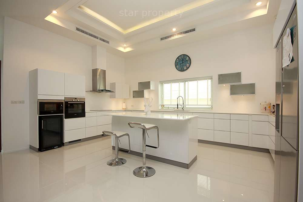 hua hin center villa for sale