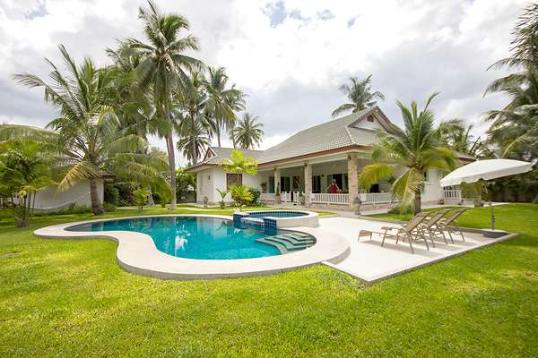 Beautiful Pool Villa with large plot of Land at Hua Hin Soi 70