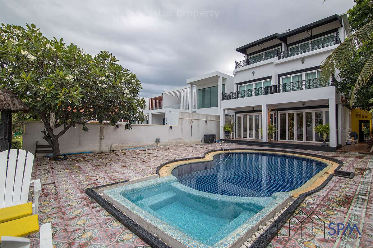 Beautiful pool villa beachfront for Sale