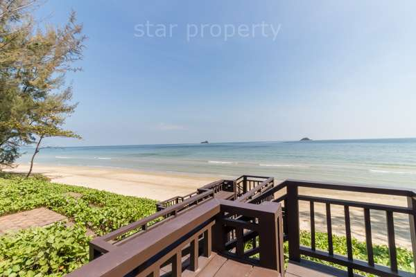 Beautifully Landscaped 3 Bedroom Beachfront Condo for sale at Baan nub klun