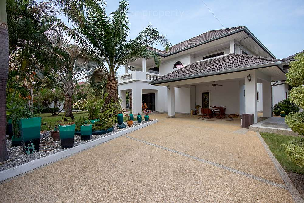 Beautiful House on a Large Plot of Land for sale  Soi 6 at Hua Hin District, Prachuap Khiri Khan, Thailand