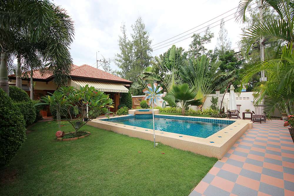 3 Bedroom Bungalow with a Pool for Sale at Hua Hin District, Prachuap Khiri Khan, Thailand