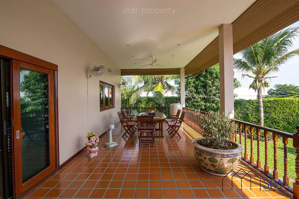 6 bedroom Villa with pool for sale