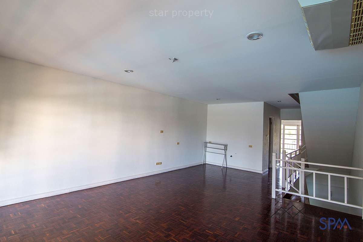 large townhouse for sale in hua hin