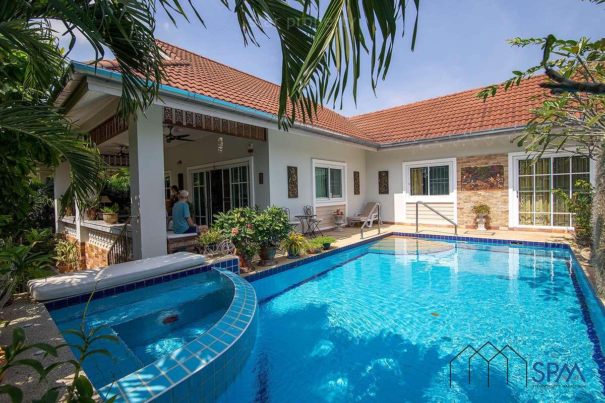 Beautiful pool villa near golf for Sale