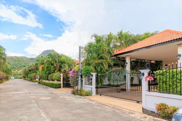 Well Designed 3 Bedroom Pool Villa for sale at Dai No Sao Market Area