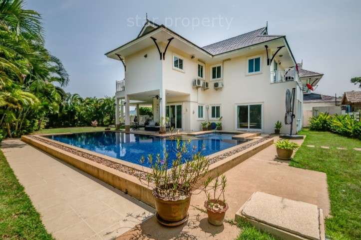 2 Storey 3 Bedroom Pool Villa with Panoramic Views of the Sea and Mountains at The Heights 2