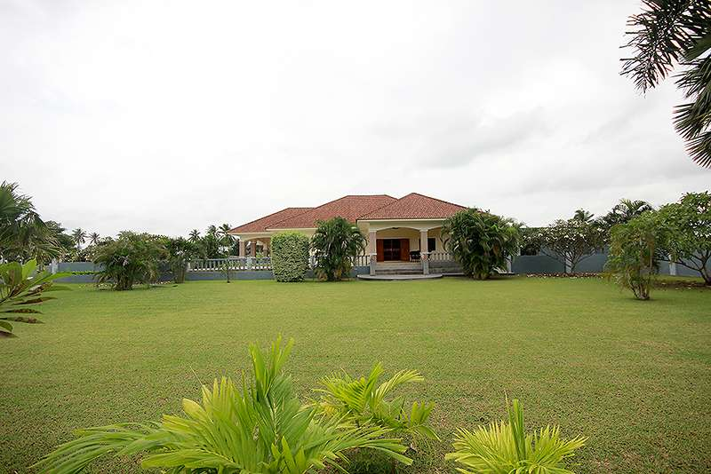 Beautiful House on a Large Plot of Land for sale at Hua Hin District, Prachuap Khiri Khan, Thailand