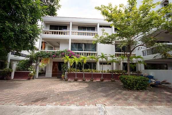 Beautiful 3 Storey Town House For Sale at Hua Hin District, Prachuap Khiri Khan, Thailand