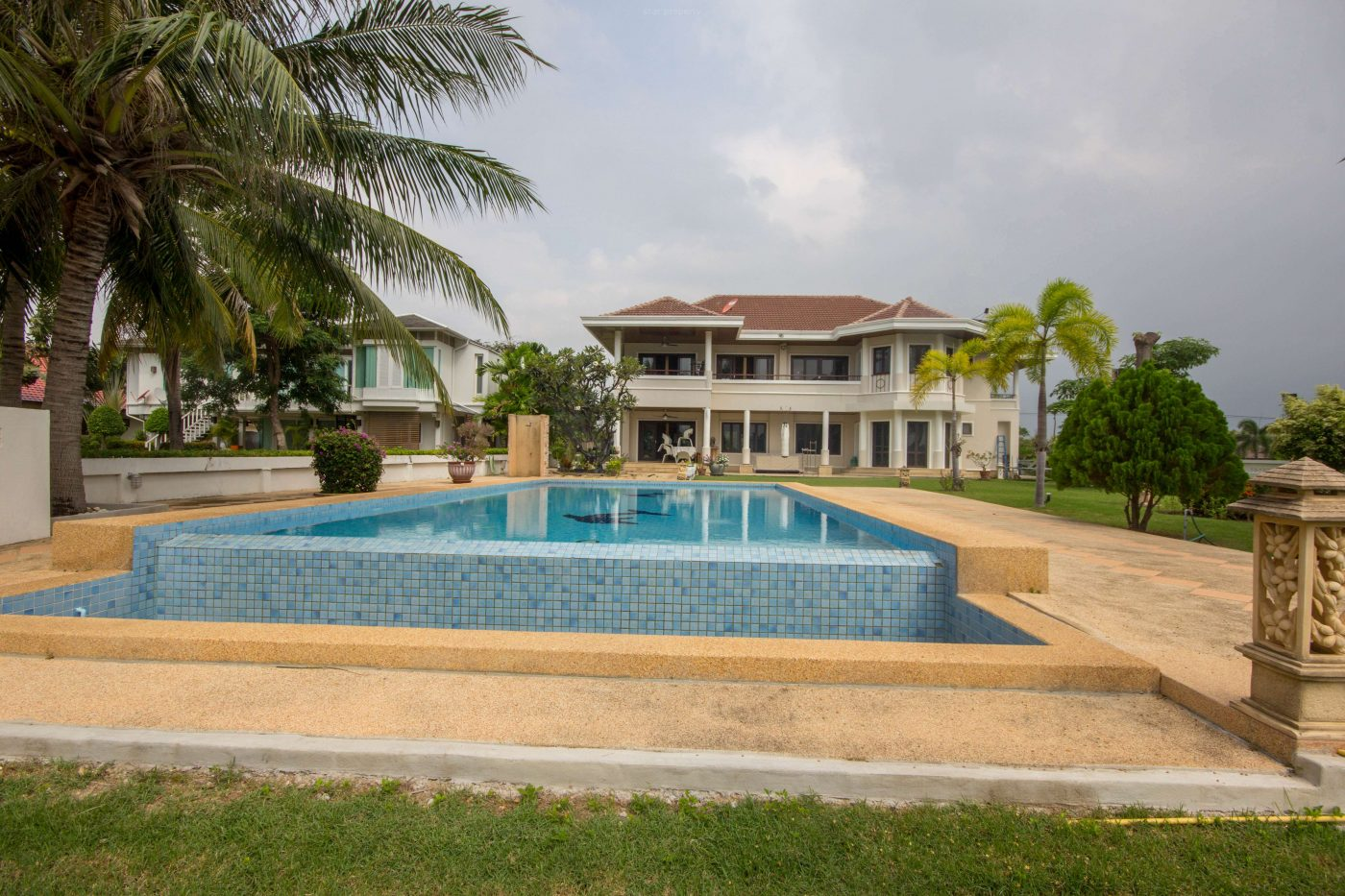 Beautiful Pool Villa on Golf Course for sale at Hua Hin District, Prachuap Khiri Khan, Thailand