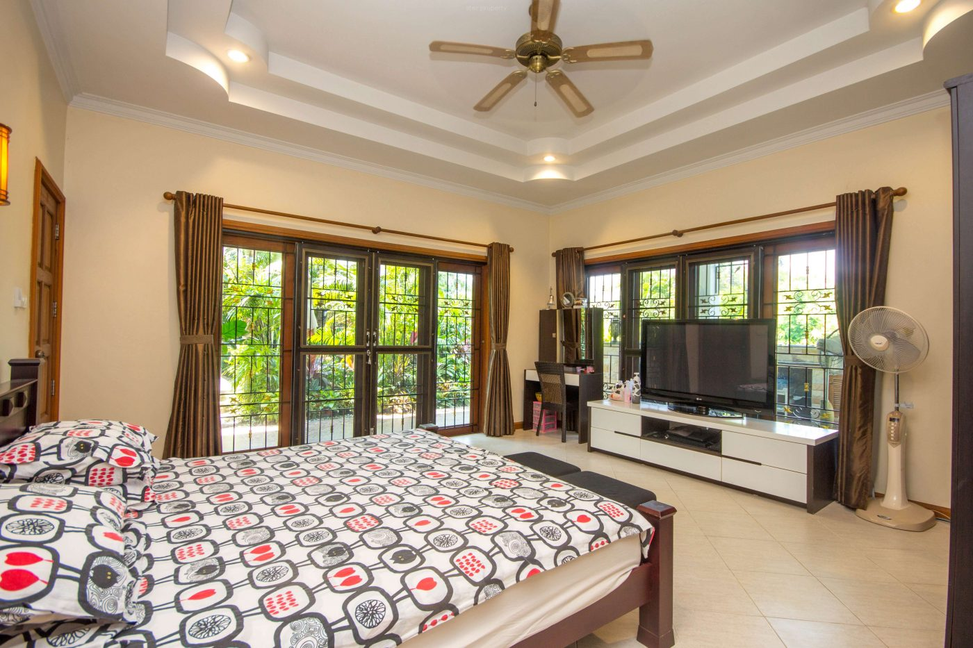 3 bedroom condo for sale