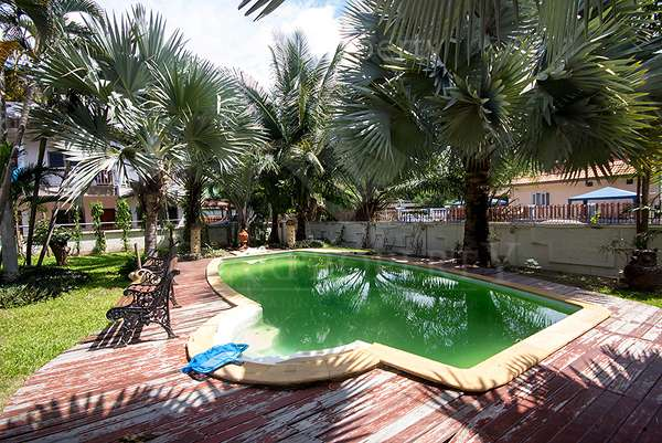 .3 bedroom Villa near town for sale