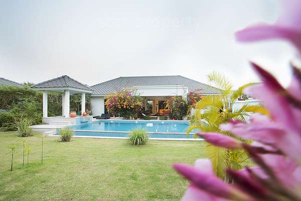 New Luxury Pool Villa for sale Soi 112 at Shaan