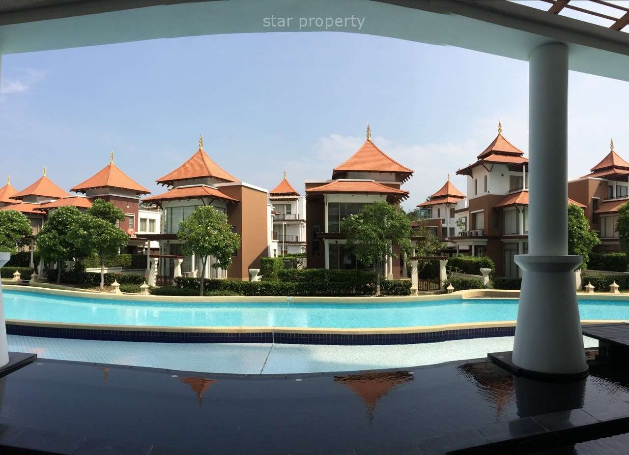 Beautiful Condominium with Pool View for Rent at Boat House