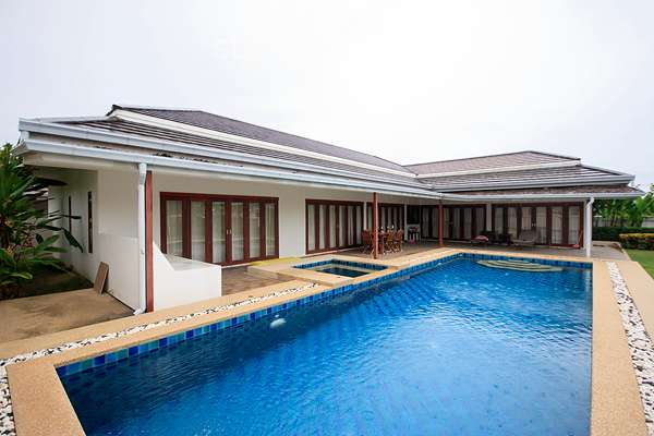The Modern Pool Villas For Rent at Avenue 88 Executive Villas